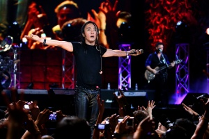 Journey _Band with Arnel Pineda (2)