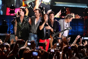 Journey _Band with Arnel Pineda (4)