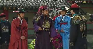 King Sukjong (in his violet dragon robe conversing with a Chinese government guest), the great grandfather of Yi San