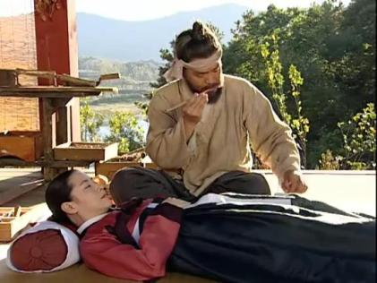 Jang Geum acupunctured with bee stings