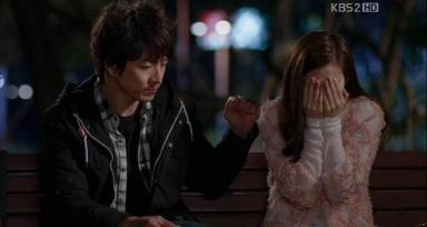 Sae Hyuk refrains from touching his ex-wife. Ep.11.b