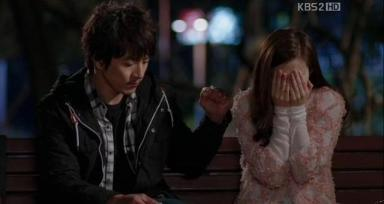Sae Hyuk refrains from touching his ex-wife. Ep.11.c