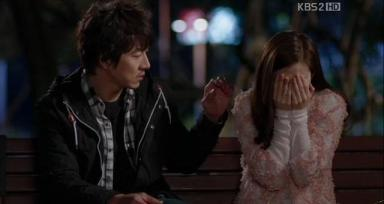 Sae Hyuk refrains from touching his ex-wife. Ep.11.