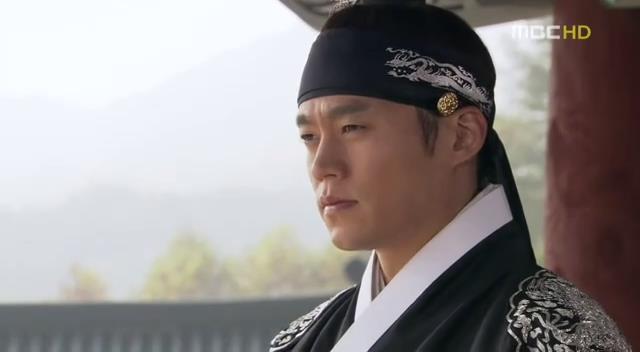 Yi San as crown prince deep in introspection - yi_san_episode_13_english_sub_korean_drama_yi_san___13_part_2-flv_snapshot_06-27_2013-07-26_17-21-50