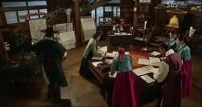 king + highest palace maid + 3 girls + chief scholar search clues to find missing Soyi, Moohyul has urgent news _ep12