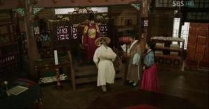 King Lee Do, Prince Gwangpyung, Soyi, & Ddol Bok on the day he becomes the King's friend _ep15
