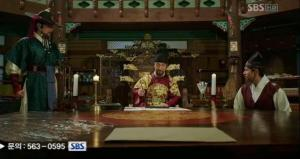 Moohyul, the king, and chief scholar in one of their confidential meetings