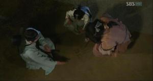 Scholar Han teaching the king's alphabet to sweet Yeondoo and mysterious Kareupeyi _ep16