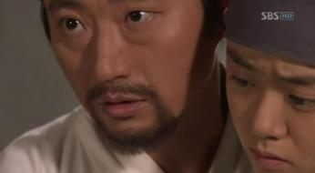 g.  Dan Won helps Yun Bok heal by painting _Painter of the Wind (4)