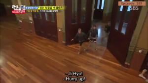 Jihyo - Kwangsoo warm greeting _Running Man ep 189 _Melbourne (1)