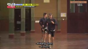 Jihyo - Kwangsoo warm greeting _Running Man ep 189 _Melbourne (2)