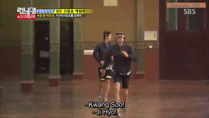Jihyo - Kwangsoo warm greeting _Running Man ep 189 _Melbourne (2)