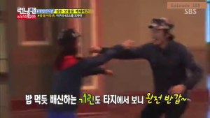 Jihyo - Kwangsoo warm greeting _Running Man ep 189 _Melbourne (4)