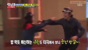 Jihyo - Kwangsoo warm greeting _Running Man ep 189 _Melbourne (4)