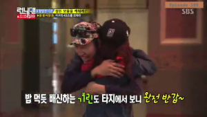 Jihyo - Kwangsoo warm greeting _Running Man ep 189 _Melbourne (5)