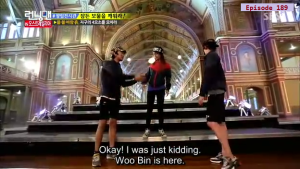 Jihyo - Kwangsoo warm greeting _Running Man ep 189 _Melbourne (7)